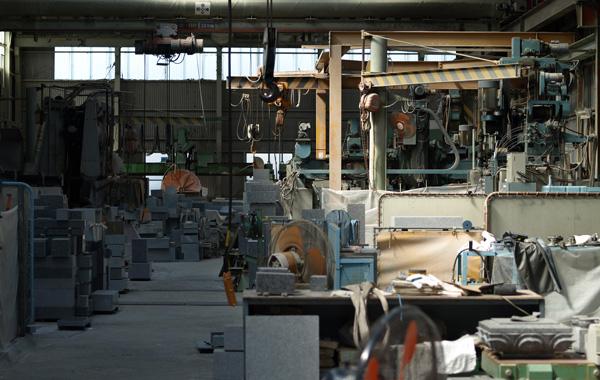 庵治石を加工する工場