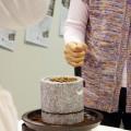 「庵治石の味がする(?)」コーヒーの豆ひき