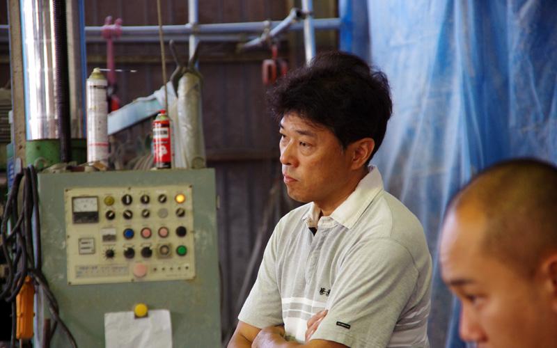 職人の目で見守る坂本さん
