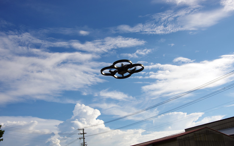 謎の飛行物体登場