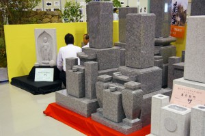 庵治石には石の目の細かさで、細目(こまめ)、中目(ちゅうめ)などに分類されます