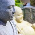 リアルな表情の石像