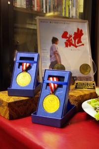 国際映画祭での受賞メダルとトロフィーが届きました。