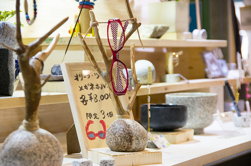 石を使った生活雑貨も多かったです。