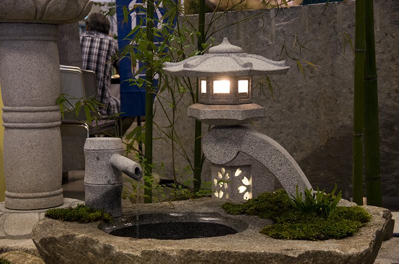 デザイン性の高い石灯籠